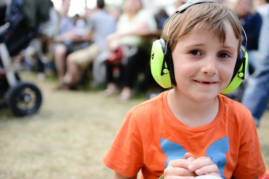 Chrániče sluchu jako dětská vstupenka na rockový koncert ale i nástroj pro lepší koncentraci