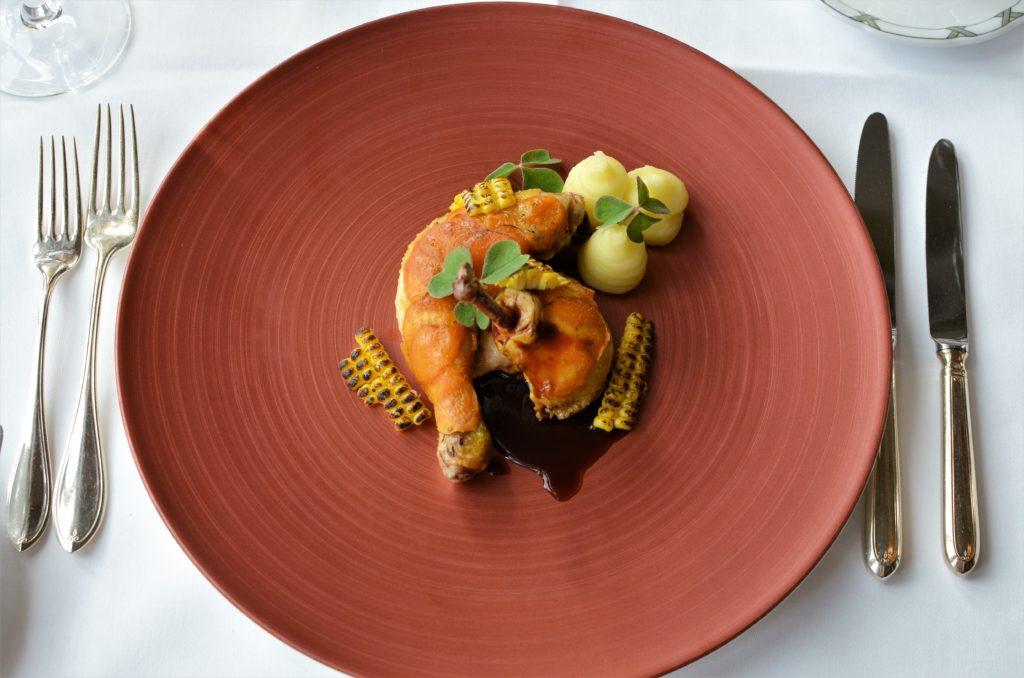 V Grand Hotelu Kempinski High Tatras si pochutnáte na poctivé slovenské kuchyni v netradičním kabátku
