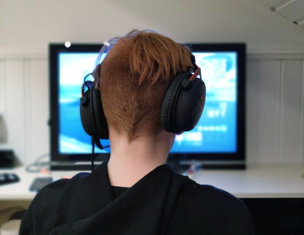 Rodiče se s dětmi téměř nebaví o jejich online aktivitách
