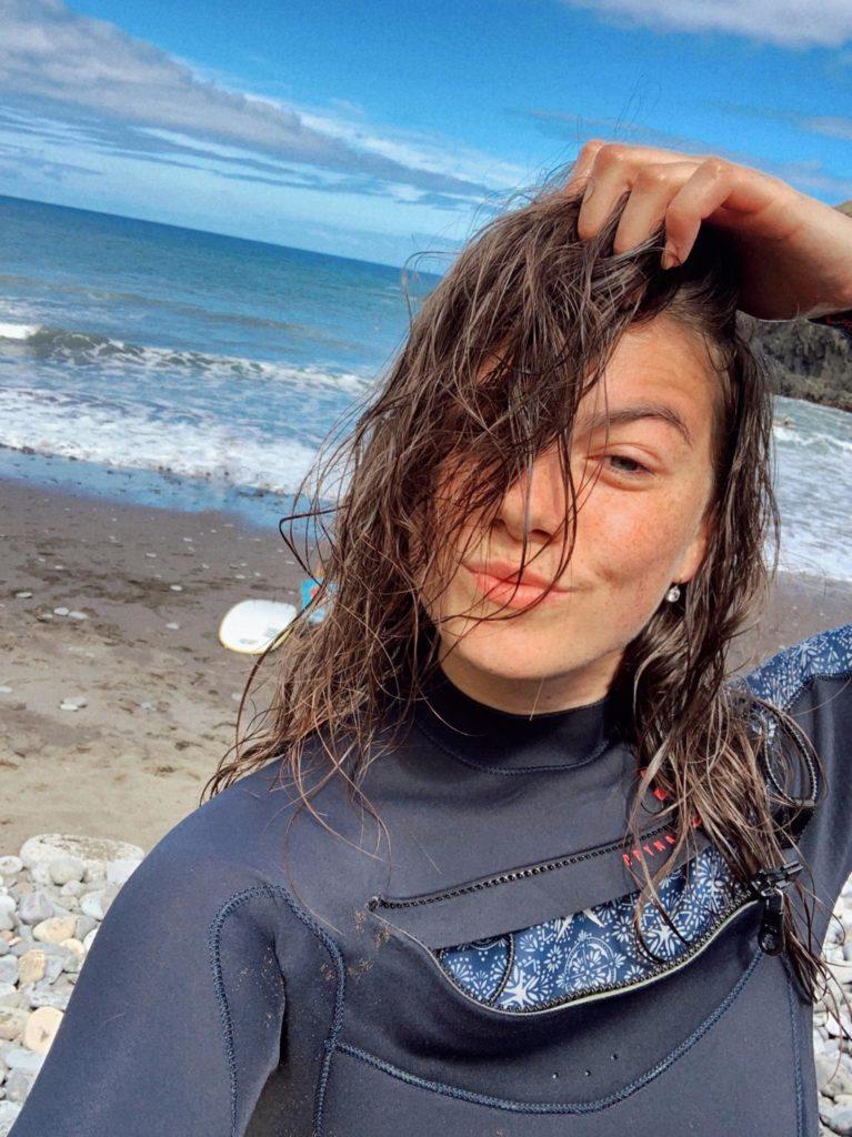 Zpěvačka Adéla si na podzim prodloužila léto a vyrazila na surf trip do Portugalska