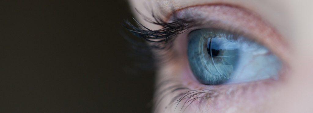 Lidské oko nikdy nespí. Odpočinek ale potřebuje. Jak mu ho dopřát?