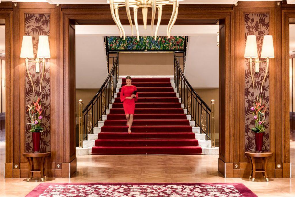 Potkali jste se někdy v hotelu s Lady in Red?