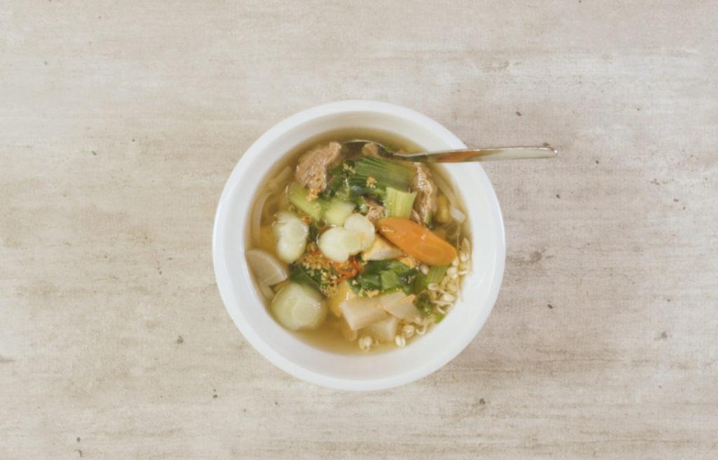 Vegetariánská Pho polévka krok za krokem