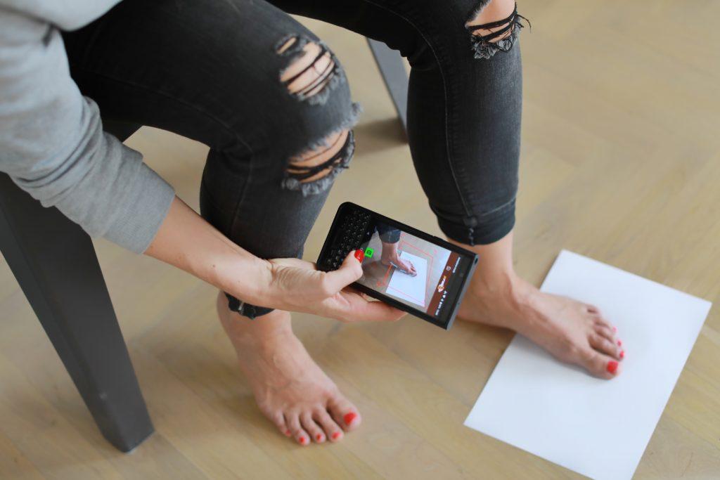 Chcete si koupit boty online, ale nejste si jistí velikostí?