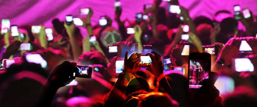 DOPAMIN: MOBILNÍ ZOMBIE – Závislost na online světě bereme stále na lehkou váhu