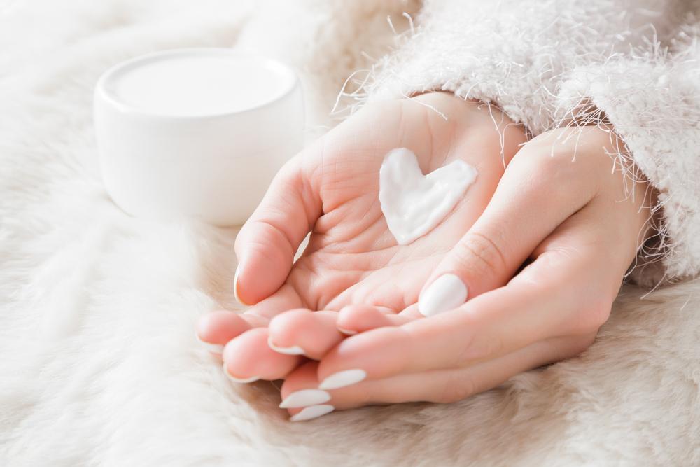 Zvýšená hygiena vysušuje pokožku. Jak zabránit předčasnému stárnutí rukou?