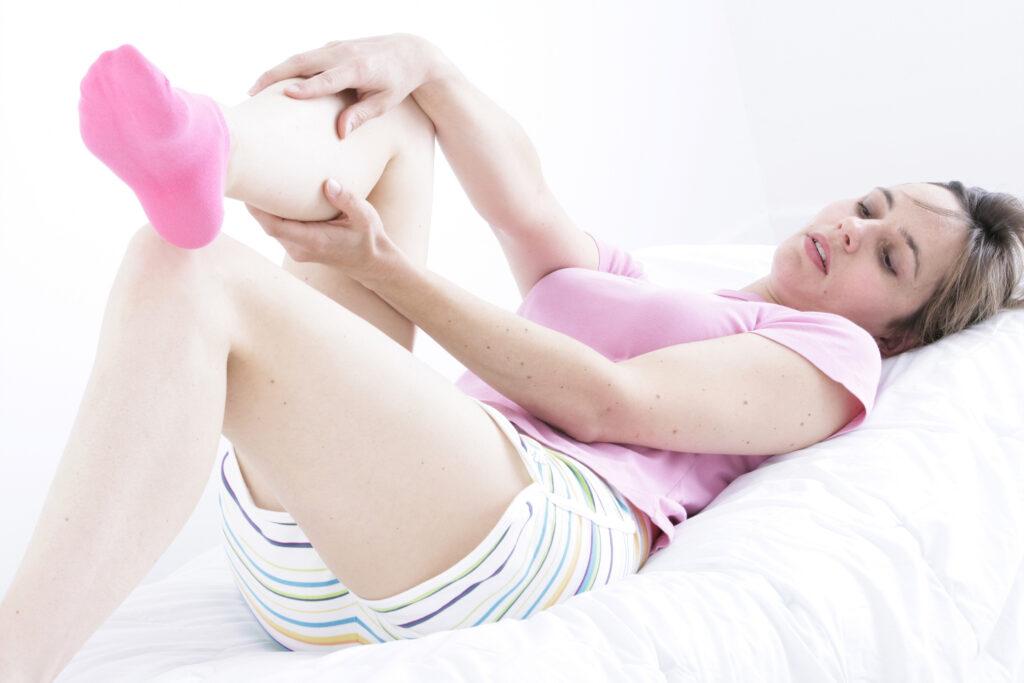 Proč si DÁT nohy na stůl a další tipy pro spokojené nohy