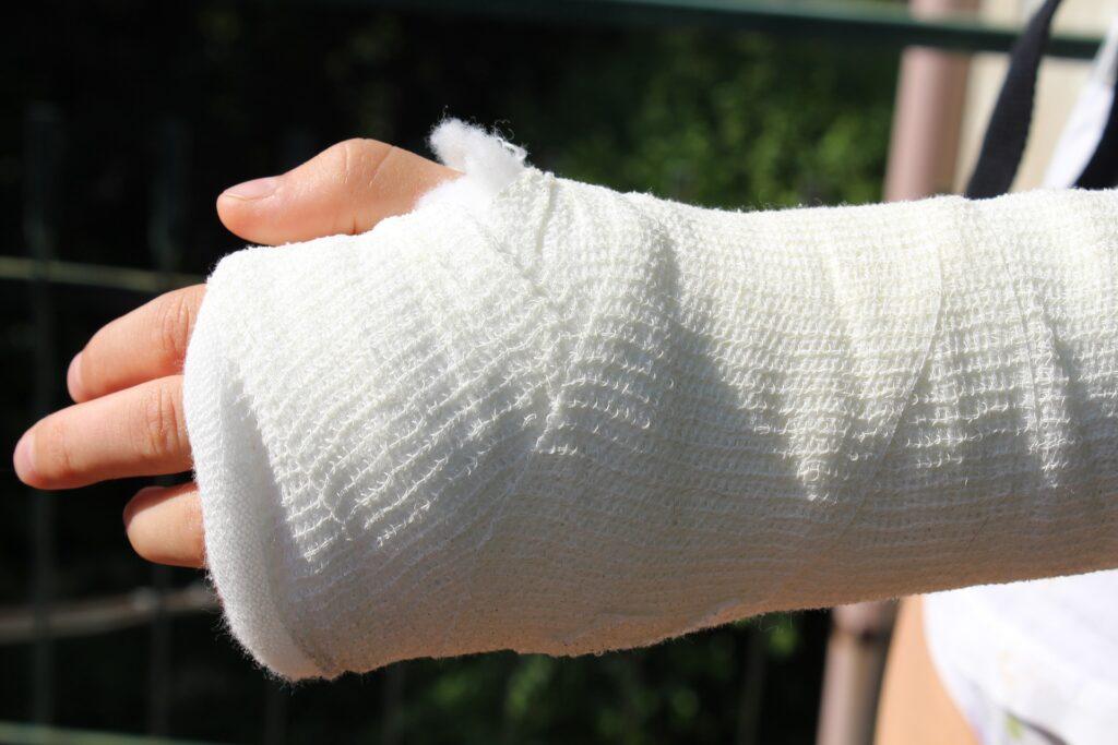 Sportovní úrazy: ani zlomená ruka nemusí znamenat konec léta