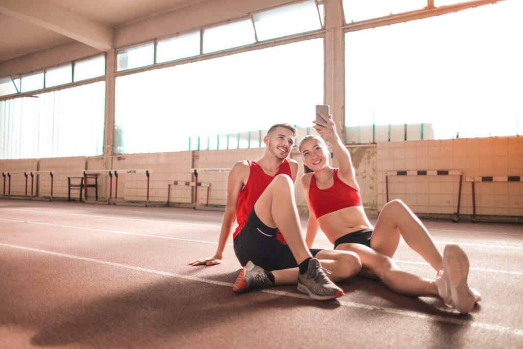 Cvičení ve dvojici: 6 způsobů, jak přesvědčit kamarádku ke společné aktivitě