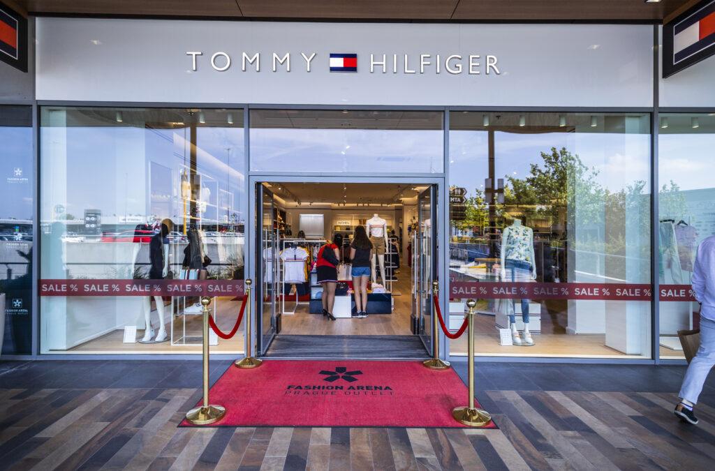 Tommy Hilfiger v Praze otevřel jeden z největších obchodů v Evropě
