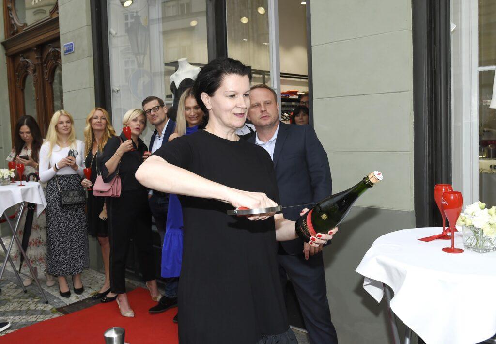 Slavnostní otevření nové podoby butiku Tatiany Kovaříkové odstartovala originální sabráž