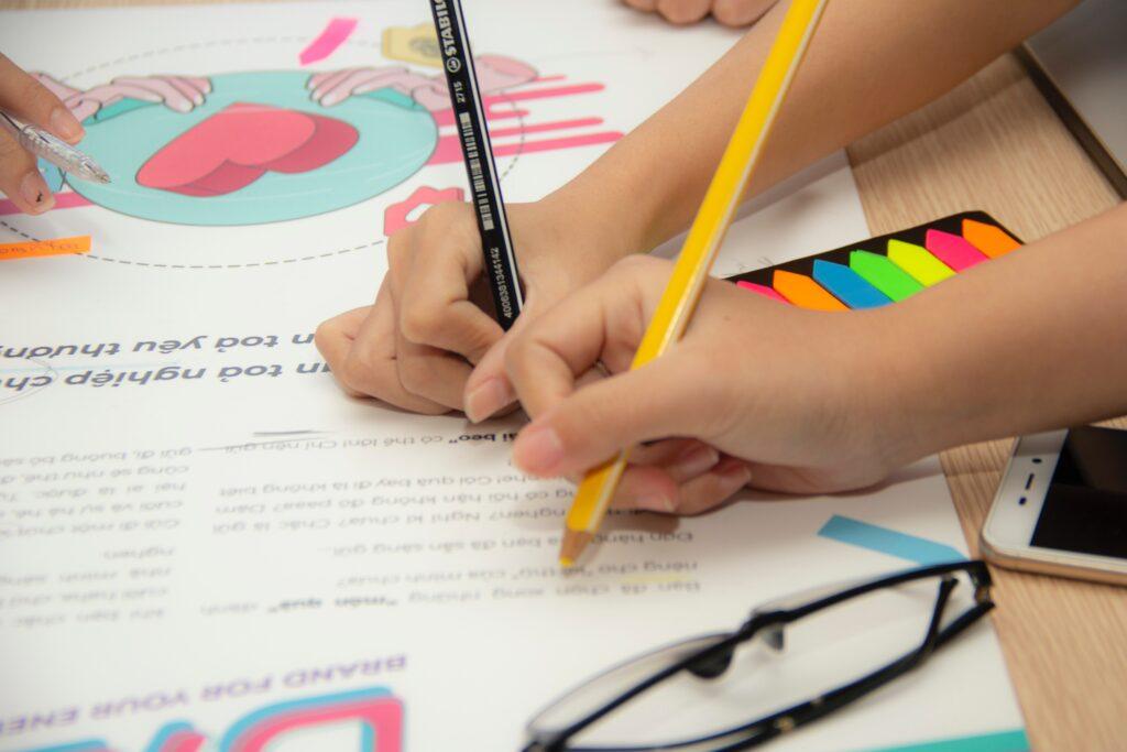 Pět rad, jak u školáků lehce zlepšit pozornost v nelehké době