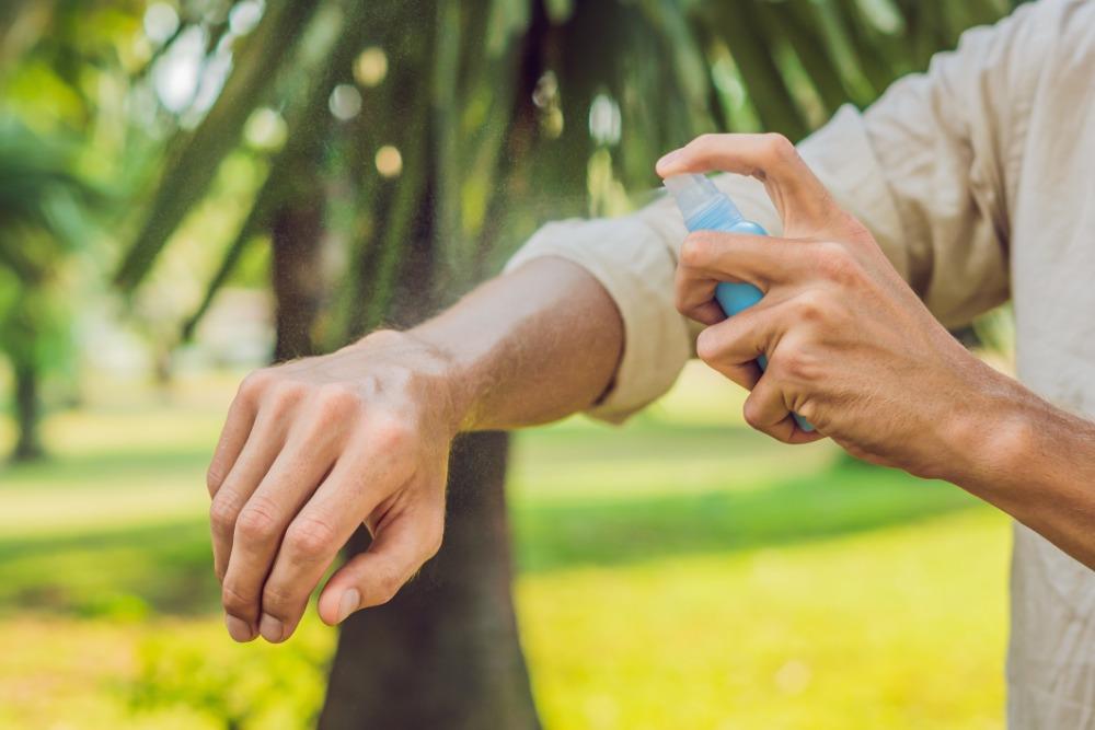 Jaké repelenty skutečně odpuzují komáry a klíšťata?