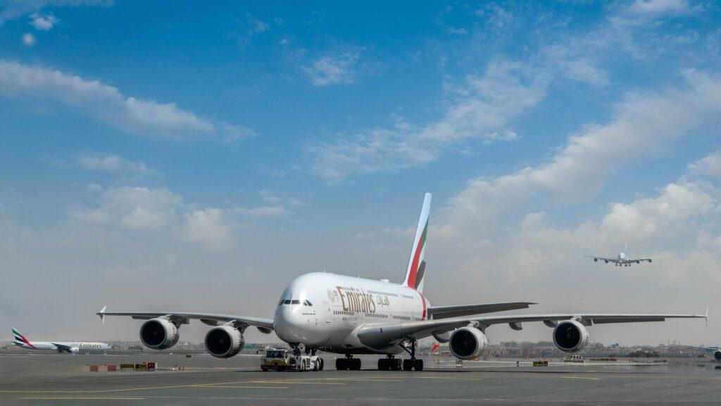 Emirates obnovuje a navyšuje další spoje v reakci na mezinárodní uvolnění cestovních restrikcí