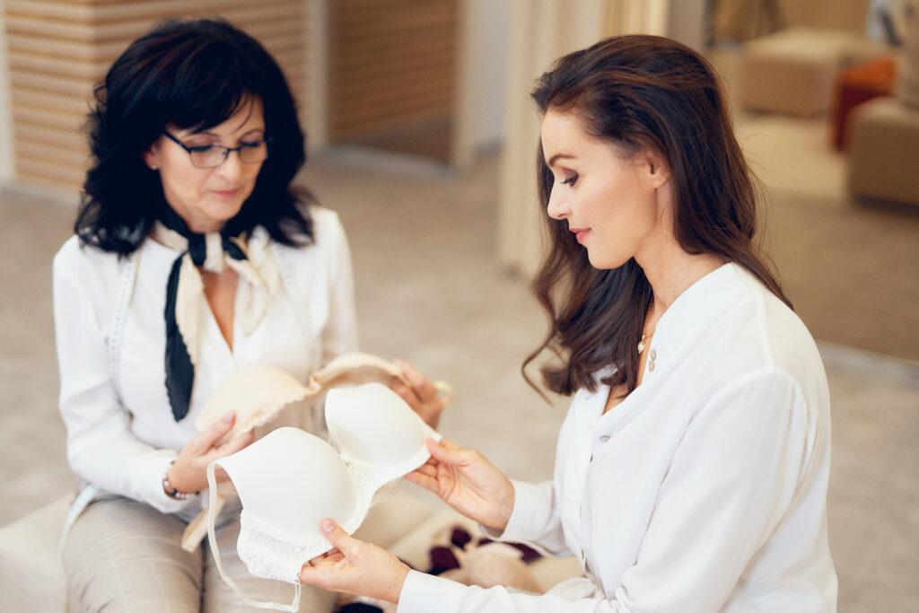 8 z 10 žen nezná správné číslo své podprsenky. Astratex Poradna to chce změnit
